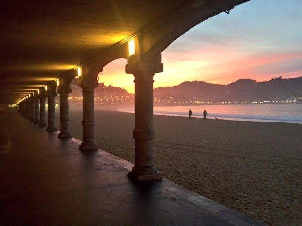 Voladizos playa de la Concha San Sebastian Donostia sisters and the city