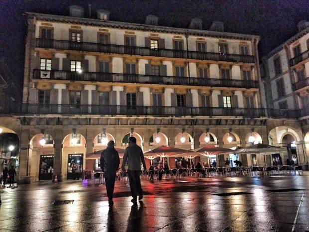 #sistersandthecity #sansebastian #plazaconstitucion #donosti #Donostia #basquecountry #côtebasque #paysbasque #euskadi #euskalherria #gipuzkoa #loves_euskadi #igerseuropean