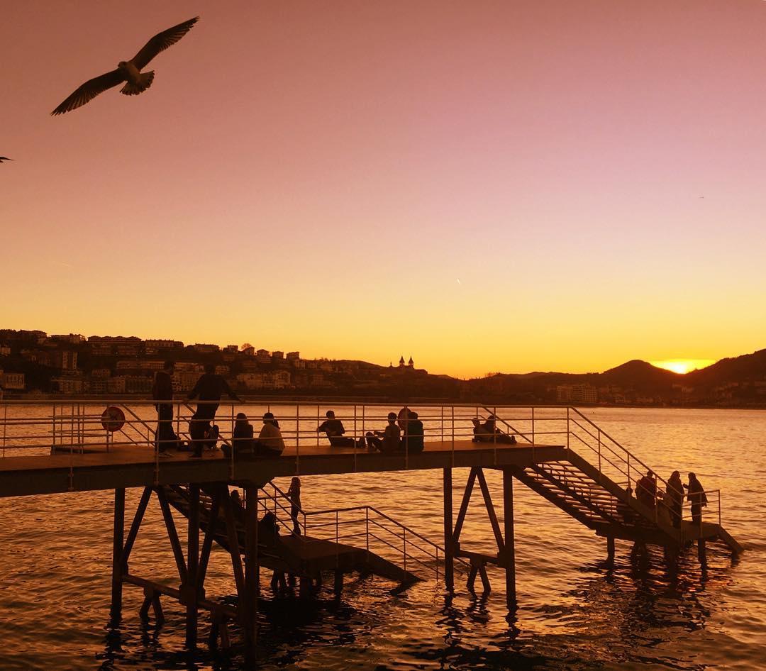 sunset in Donclasicos-in-the-city-sistersandthecityostia San Sebastian