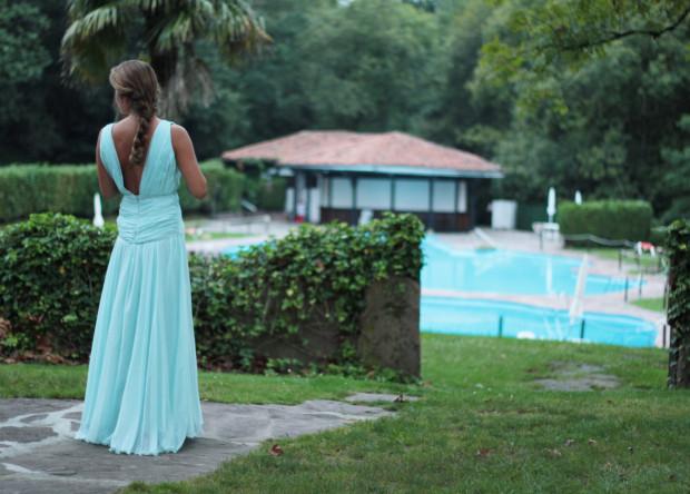 novia en piscina