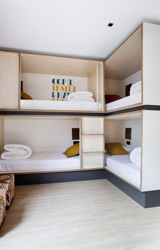 Toc hostels en madrid barcelona y sevilla sisters and the city - Toc toc barcelona ...