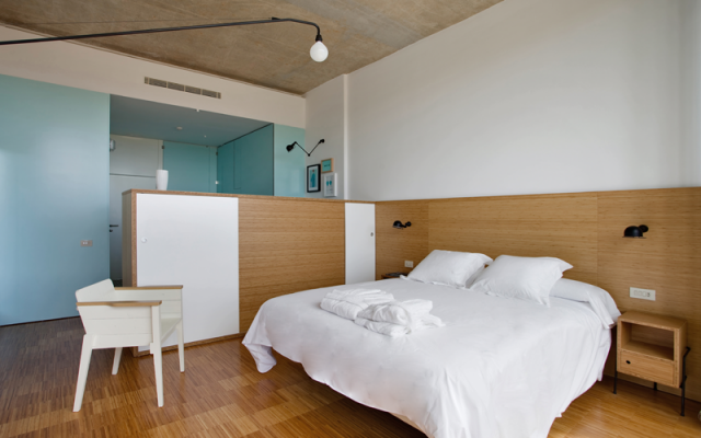 habitacion-diseno-David-Delfin-hotel-bodega-finca-de-los-arandinos-en-la-rioja