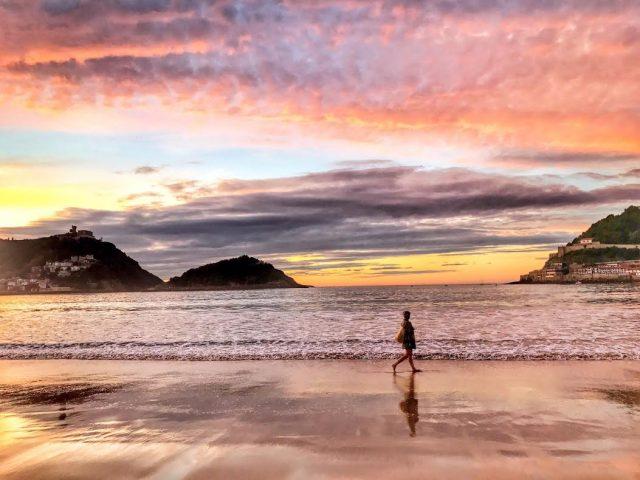 anochecer playa de la concha san sebastian donostia