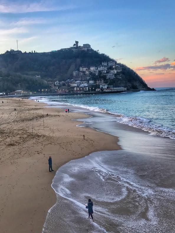 playa de ondarreta san sebastian donostia