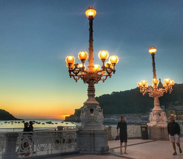 Las farolas del Premio Donostia son    donostiahellip