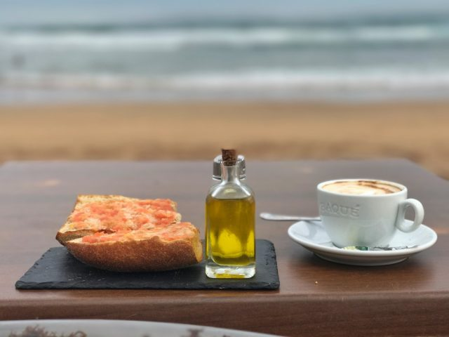 Shelter Zarautz desayunar comer surf sushi pote
