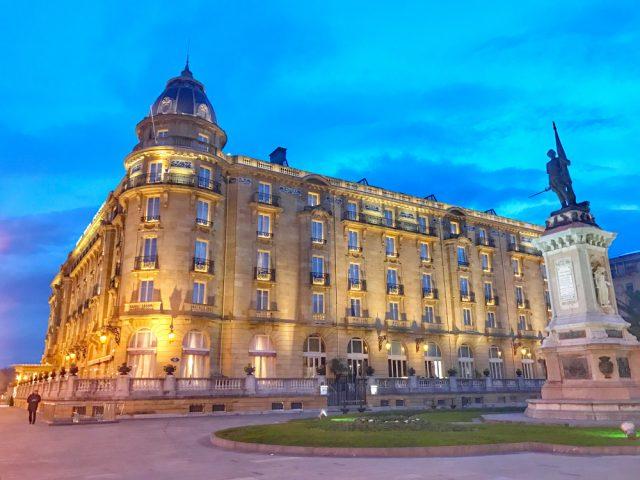 exploring-the-city-hotel-maria-cristina