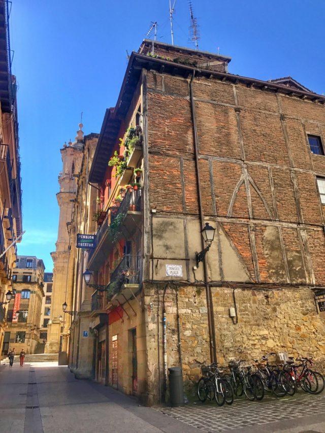exploring-the-city-calle-31-de-agosto
