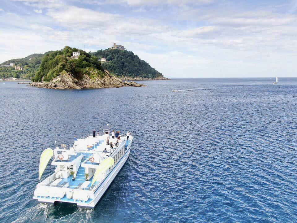 ciudad-san-sebastian-catamaran